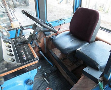 массовое фото салона трактора мтз внутри кабины рисунке