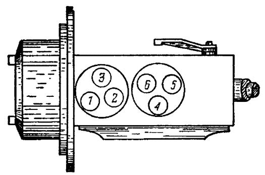 Расположение штуцеров на головке топливного насоса НД-22/6Б4 двигателя СМД-60 на тракторе Т-150.
